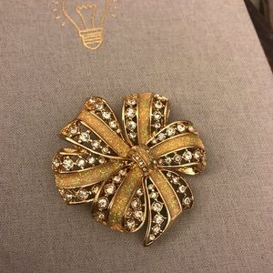 Jewelry - Gold Crystal Brooch